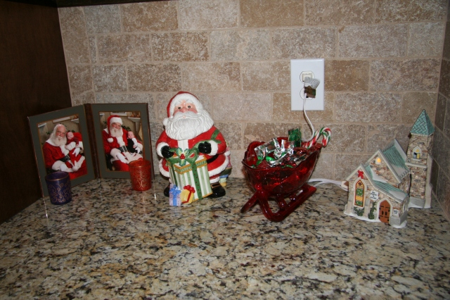 Some decorations in the kitchen.